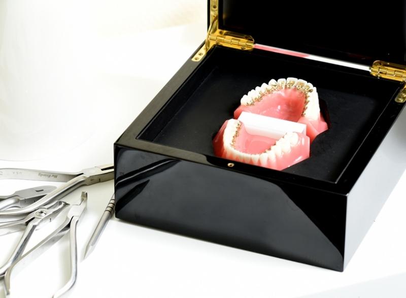 Láthatatlan fogszabályozás - Nyelv felőli fogszabályozás